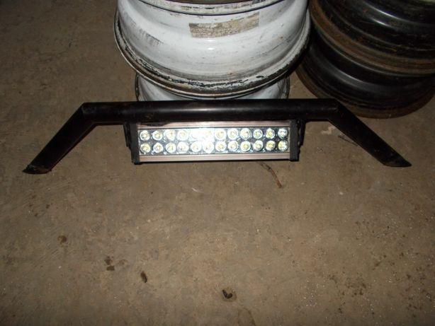 barra LED', volante desportivo, chapeleira, cubbybox consola central