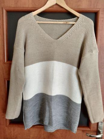 Sweter w trzy pasy