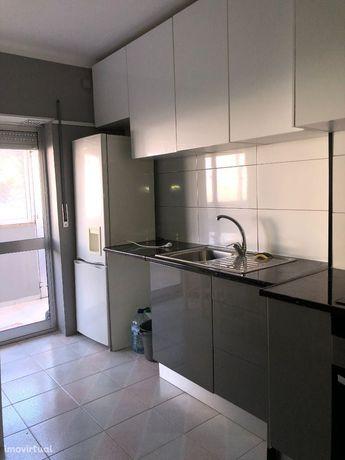 Arrendo apartamento T.2 remodelado - com terraço em Gandara, leiria
