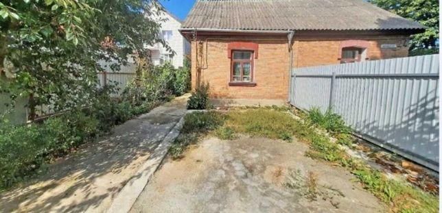 Продається частина будинка із земельною ділянкою на Слов'янці.