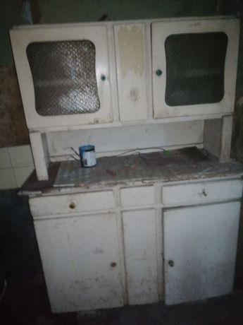 Stary kredens kuchenny do odnowienia