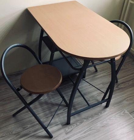 Stolik kuchenny z dwoma krzesełkami
