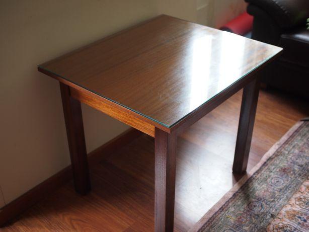 Oportunidade - Mesa auxiliar/café em madeira maciça tampo vidro