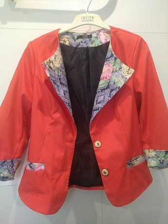 Пиджак коралового цвета