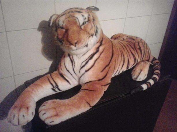 peluche gigante de um tigre