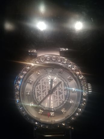 Zegarek z limitowanej wersji z wystawy z koroną