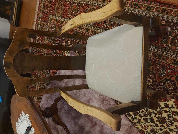 Stary bujany fotel