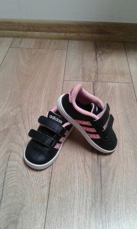 Buty sportowe dziewczęce Adidas 21