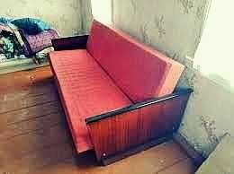 Диван книжка кровать с лаковыми боками.