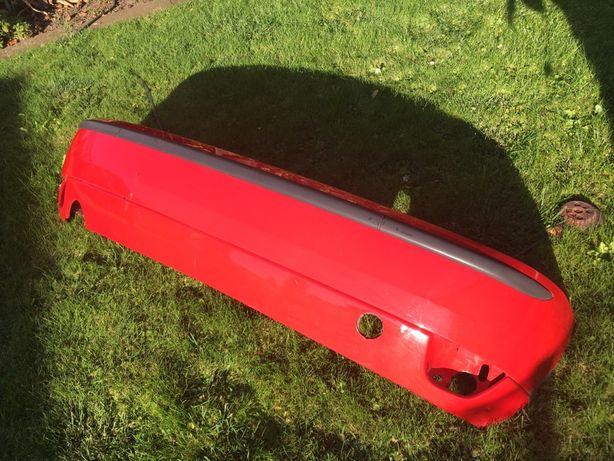 Zderzak Ford Focus mk1 tył czerwony pęknięty oryginał