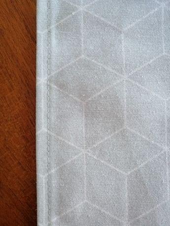 Caminho de mesa cinza claro