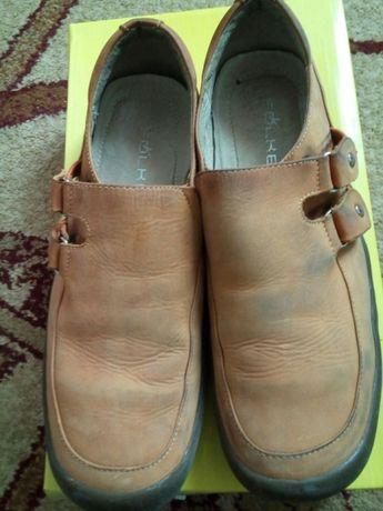 Продам туфли на мальчика 35 р