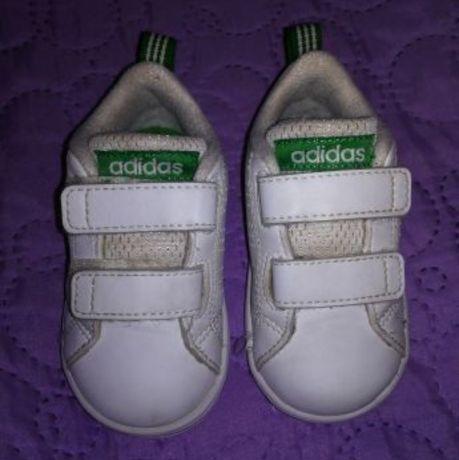 Ténis adidas e pantufas n20