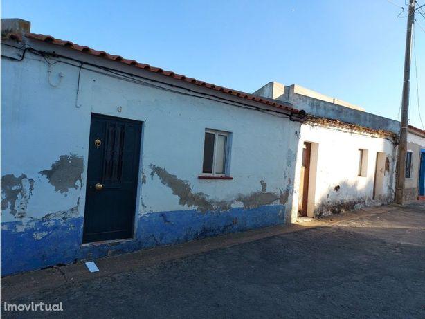 Casa Térrea T1 | Quintal | Figueira dos Cavaleiros