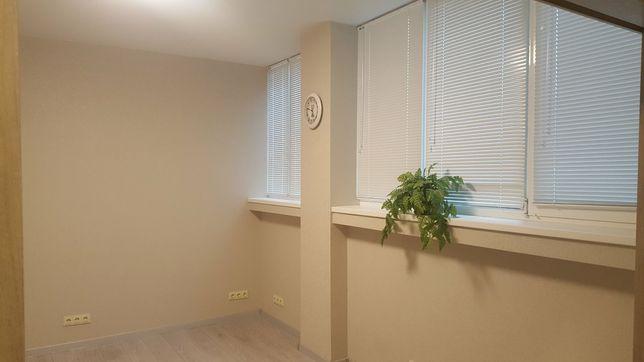 Офис 24 м.кв. в бизнес-центре ,Дарницкая площадь,  под салон, офис.
