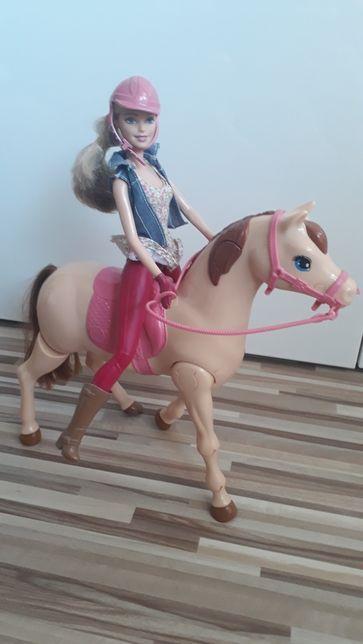 Barbie dżokejka koń chodzacy