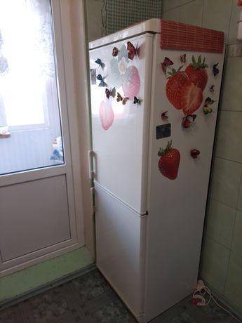 Холодильник двухкамерный MORA MRK 6331 W