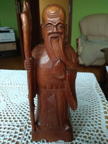 Drewniana statuetka, figurka mnicha.