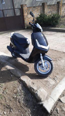 Двухместный скутер пежо Peugeot vivacity 50