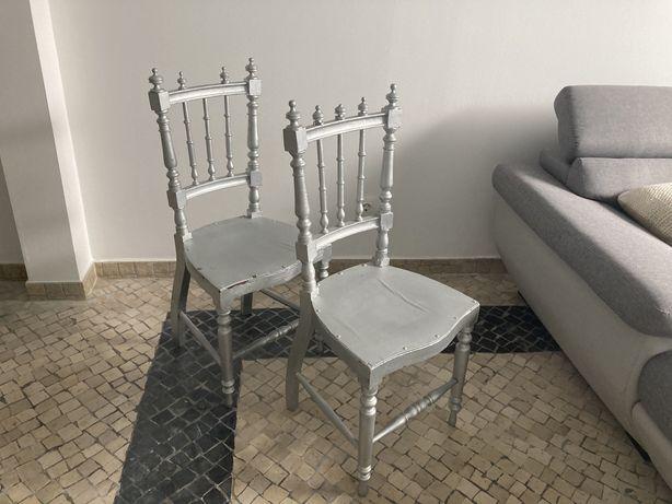 Cadeiras com pintura prateada (conjunto de dois)