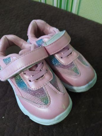 Кросівки на дівчинку 24 р
