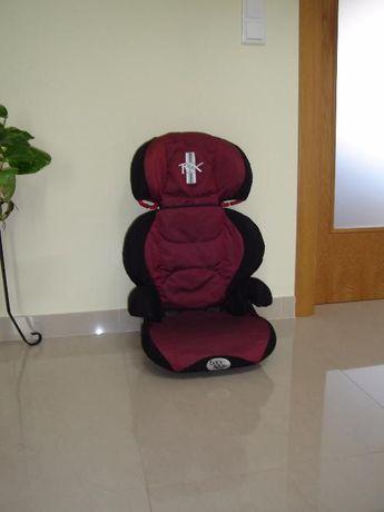 Cadeira para automóvel. Transporte de criança.