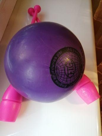 Булави та м'яч для гімнастики.