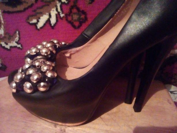 Продам туфлi красивi