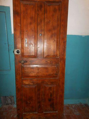 Дверь входная б/у + дверь комнатная (со стеклом).
