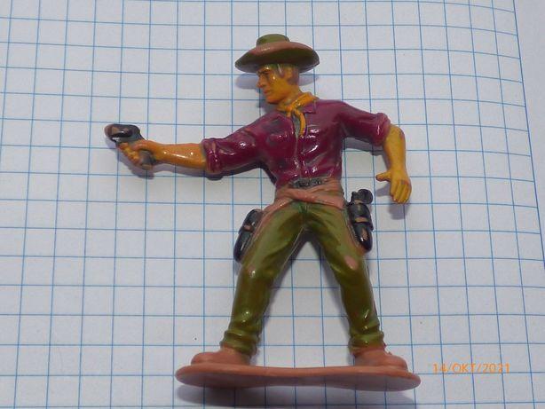 старая фигурка ковбой с пистолетом