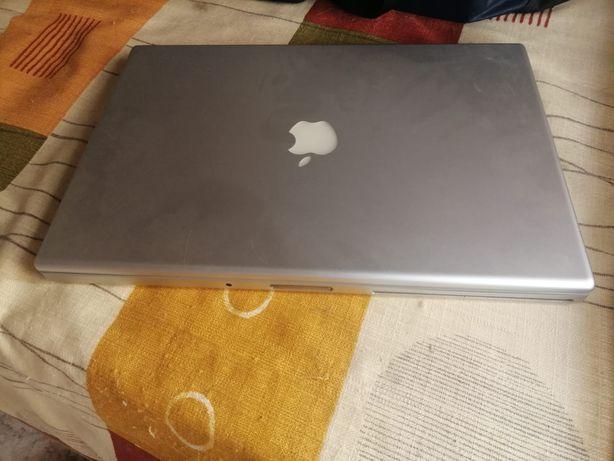 MacBook pro a funcionar  todo em alumínio sem bateria