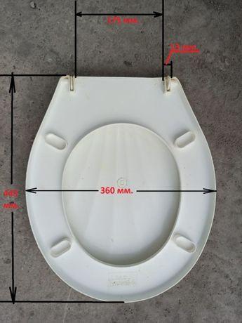 Универсальное сиденье (крышка, стульчак) с крышкой для унитаза.
