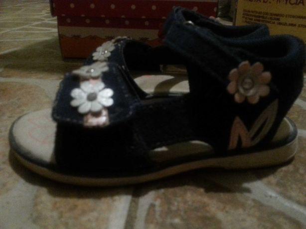 Sandałki dla dziewczynki rozmiar 25