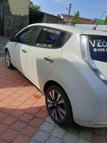 Автомобіль Nissan Leaf