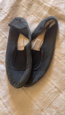Sapatilhas pretas para ginástica