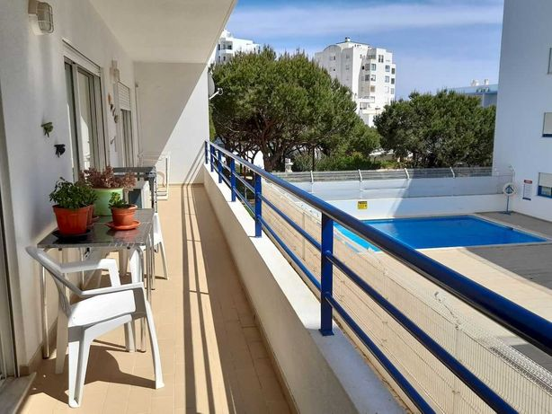 Apartamento T2+1 com piscina em Quarteira