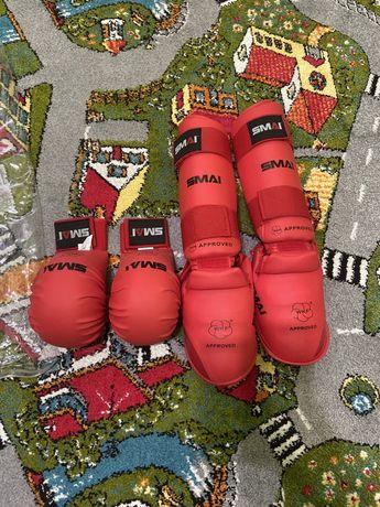 Перчатки, фути і накладки для карате