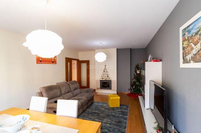 Apartamentos T3+T2 para venda junto ao Centro Comercial Glicínias em A