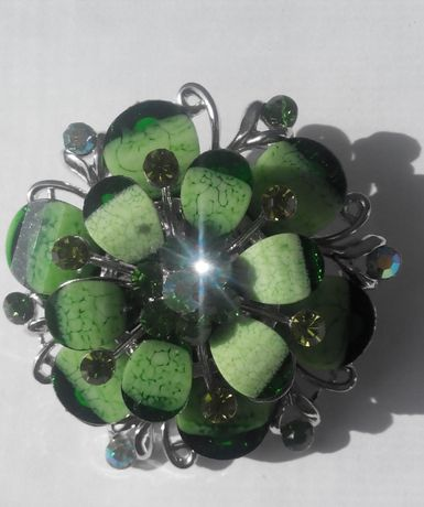 Красивая брошка - Зеленый цветок.
