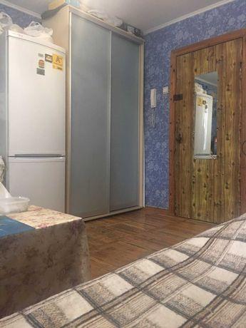Продам 1 но комнатную гостинку возле метро на Салтовке
