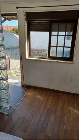 Quarto em anexo de moradia com WC privado Aires