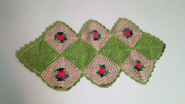 Naperon crochet verde e beje