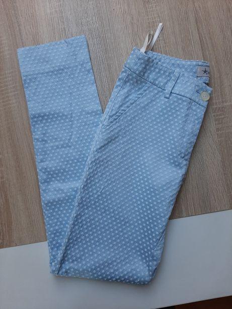 Błękitne spodnie w białe kropki S