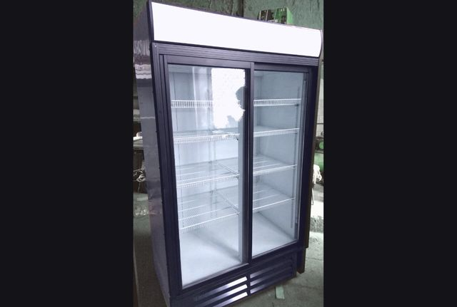 Шкафы купе витрины холодильные 600-1200л под напитки,цветы