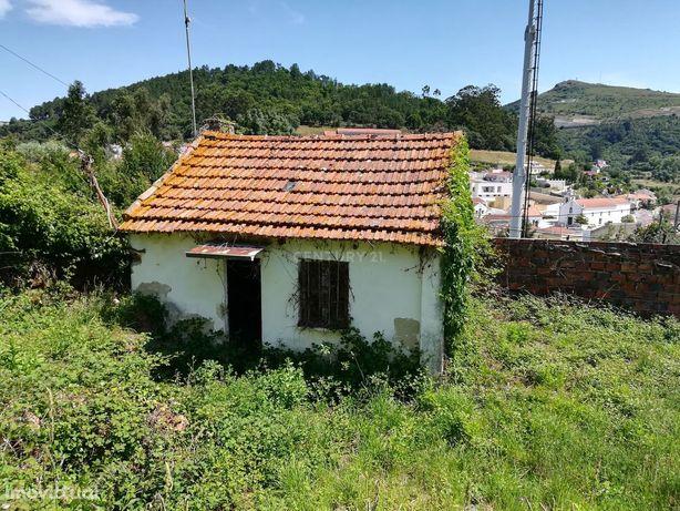 Terreno com casa em ruinas