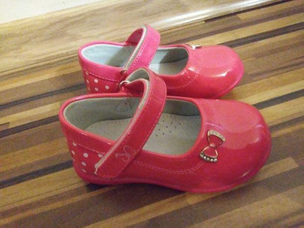 Nowe różowe buciki