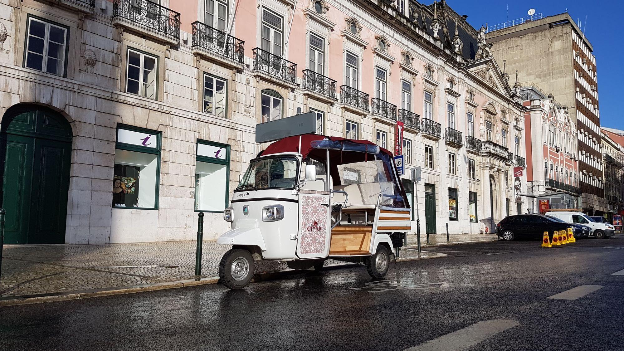 Vende-se Tuk Tuk Piaggio 400 homologado para 7 passageiros