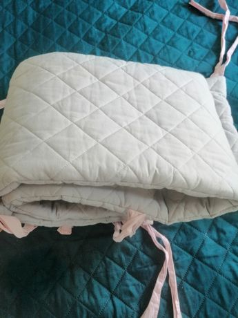 Ochraniacz do łóżeczka  firmy Dolly