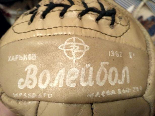 Волебольный мяч 1982 г