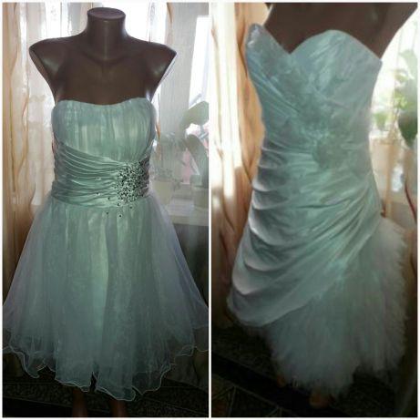 Оригинальное ,нарядное платье на выпускной,свадьбу.48 размер.